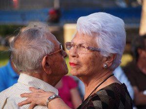 Tanz und Bewegung zur Aktivierung von Senioren mit Demenz
